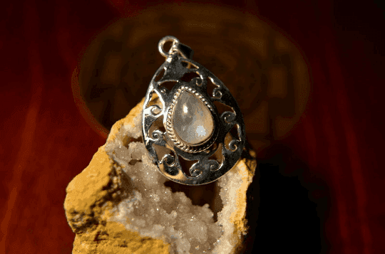 "Rainbow Moonstone - 925 Sterling Silver Pendant - 1 3/4"" 8"